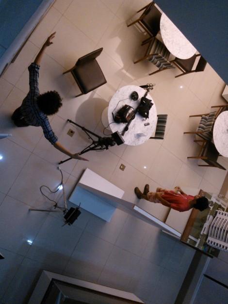 """Eu (Marcus) e Pedro Garcia, em um dos sets de """"Com Fome no Fim do Mundo"""""""